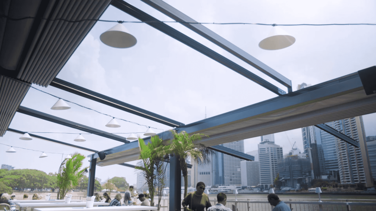 commercial awnings and blinds retractable roof systems for cafe, restaurants, hotels and pubs