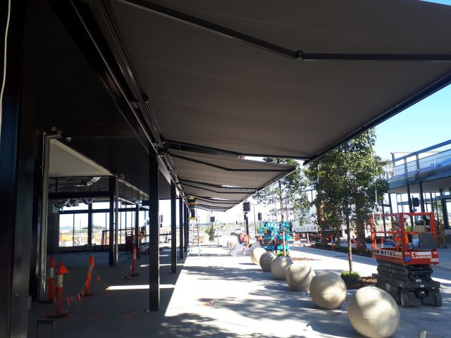 Commercial Folding Arm shade