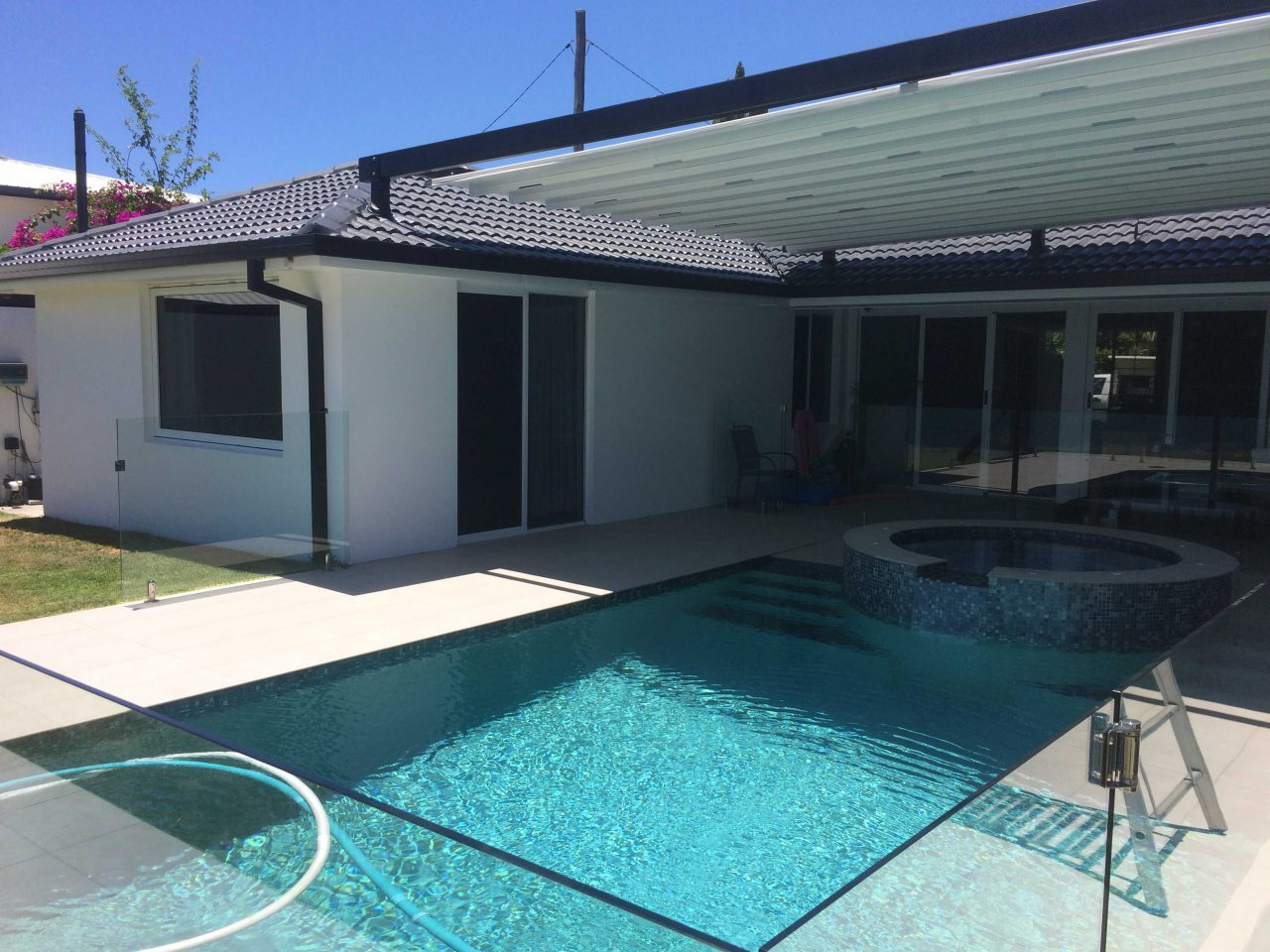 Gold Coast Canal Home - Retractable Roof - Awning Worx